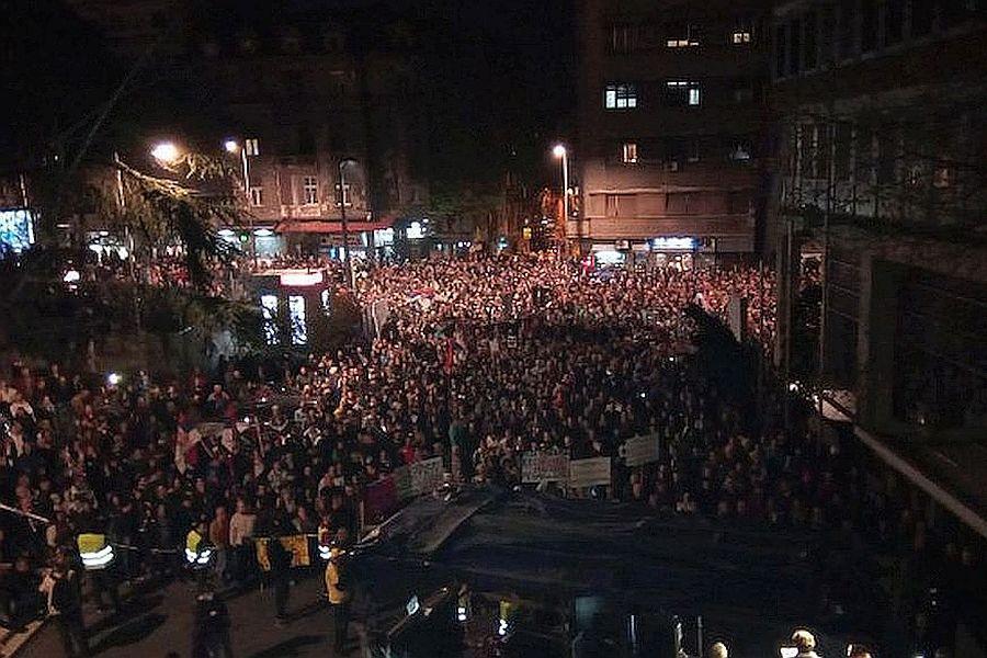 احزاب مخالف در صربستان خواهان برکناری رئیس جمهوری شدند
