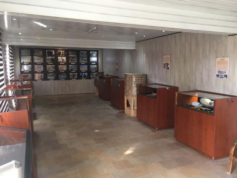 اهدای ویترین های استاندارد به نمایشگاه پایگاه میراث فرهنگی سیلک